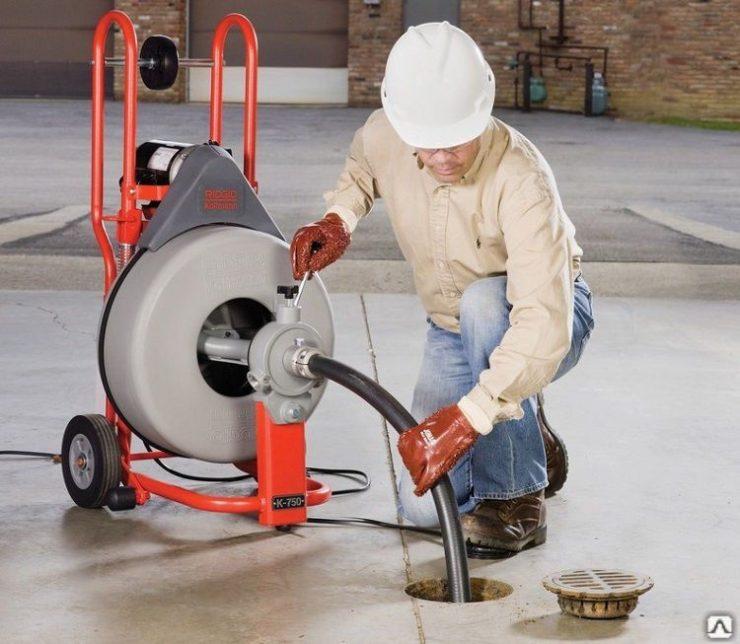 Принцип работы аппаратов для гидродинамической очистки канализационных труб
