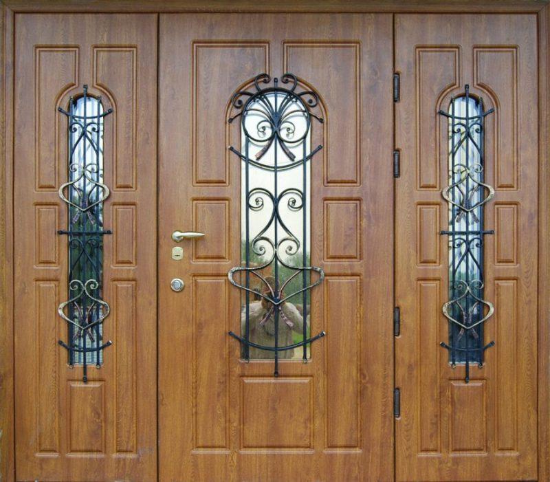 Первое впечатление о хозяевах дома – дверь