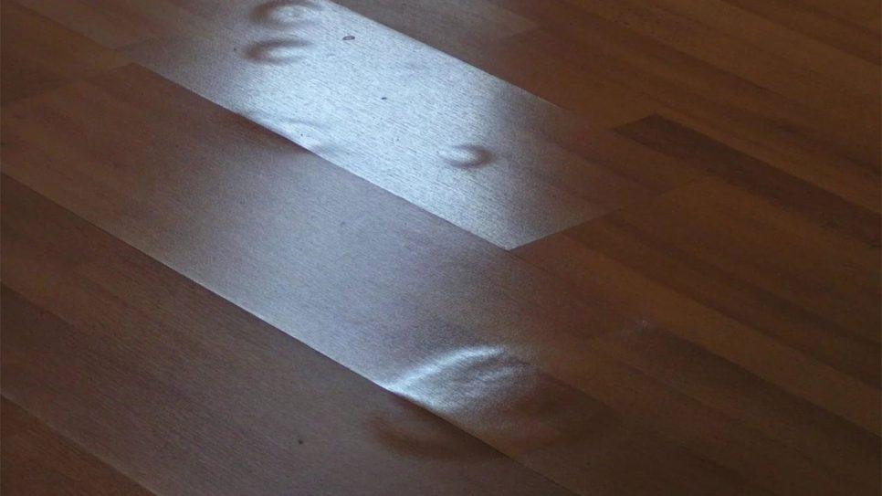Чего надо избегать, когда пол покрыт ламинатом?