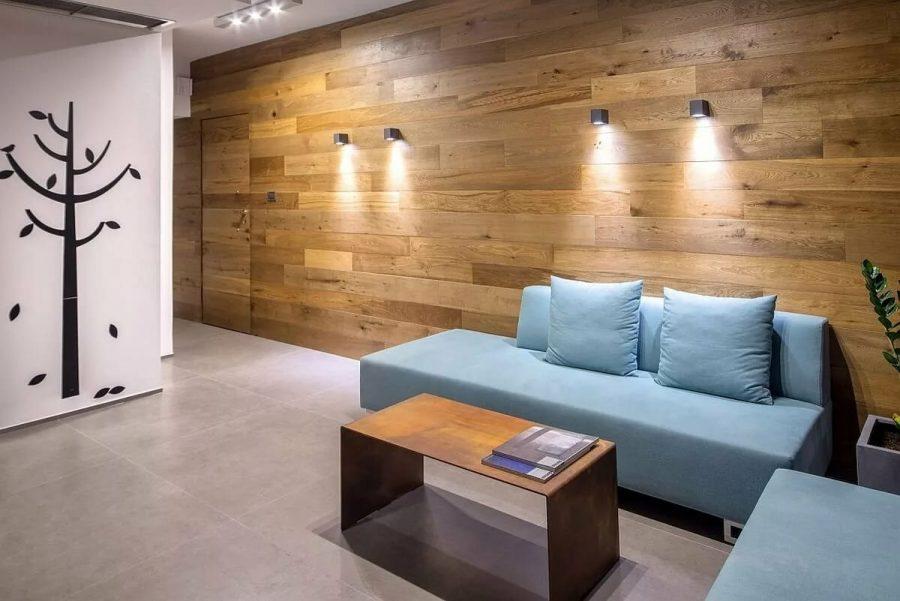 Ламинат и паркетная доска в образе стен – новый подход к старым решениям