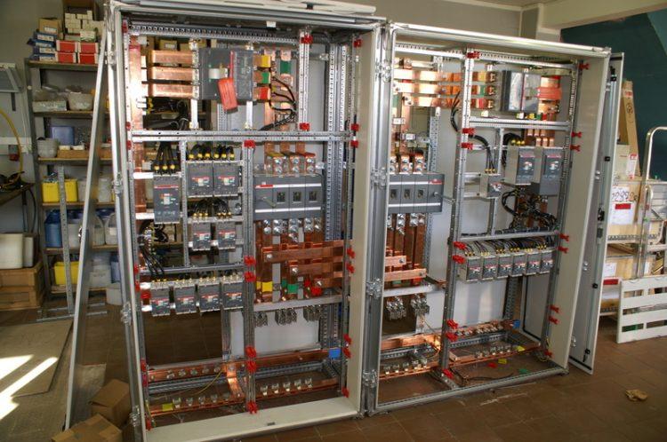 Как монтировать распределительные устройства внутренней установки?