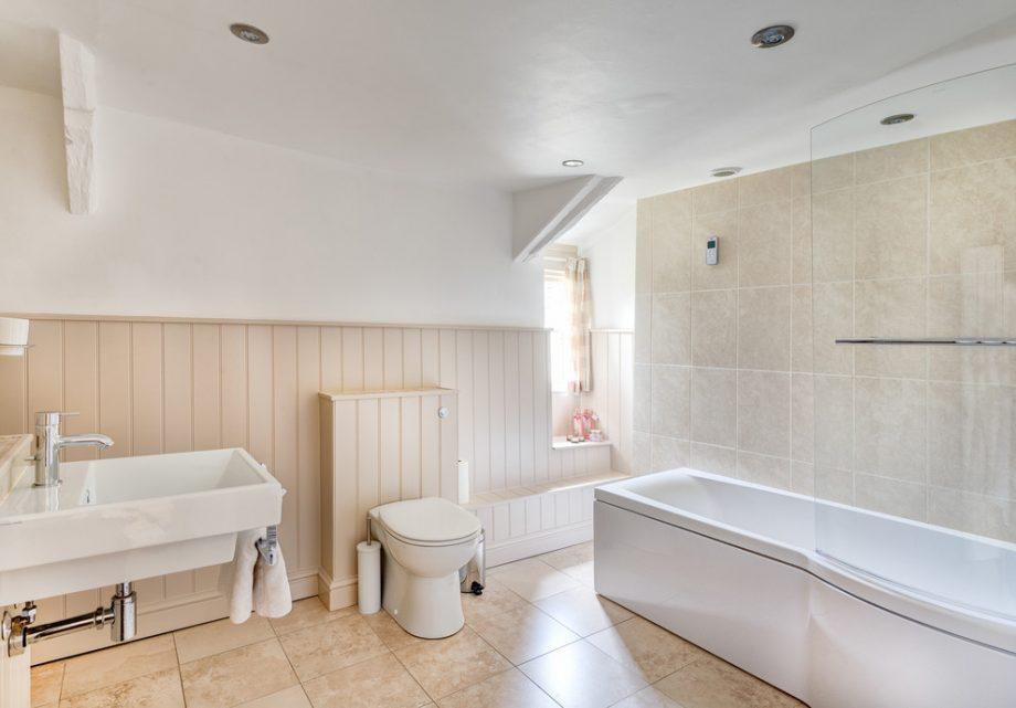 Гармоничная отделка ванной комнаты