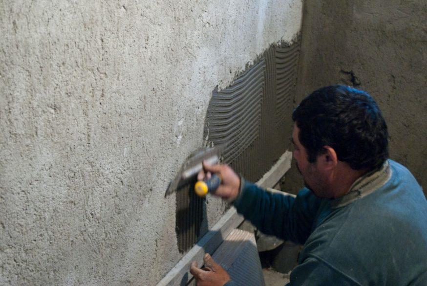 Как оштукатурить стену?